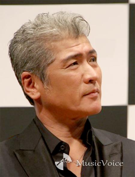 """白髪""""吉川晃司、新ドラマ・探偵役にネット絶賛「美しい」「唯一無二 ..."""