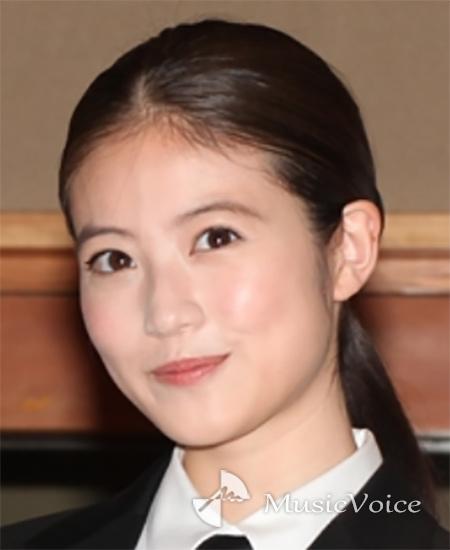 """今田美桜『恋ぷに』""""藍花""""らしい花束持ち笑顔が「可愛すぎる!」"""